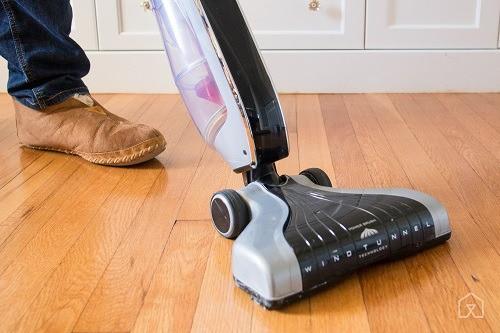 cordless vacuum vacuuming
