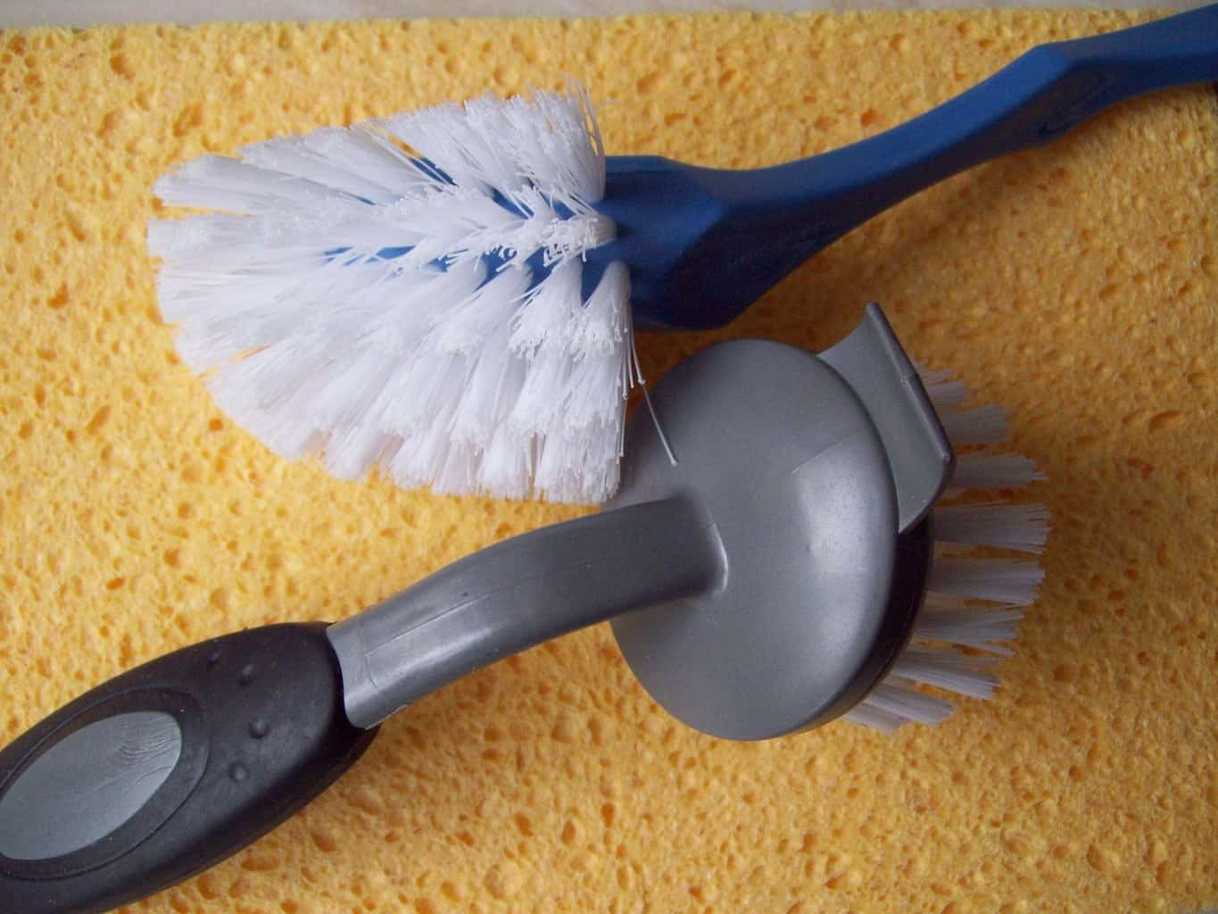 use the right brushes in cleaning the bathroom