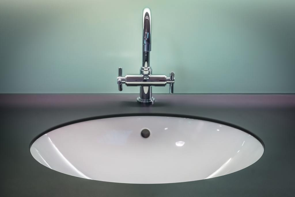 how to clean bathroom sink and countertop