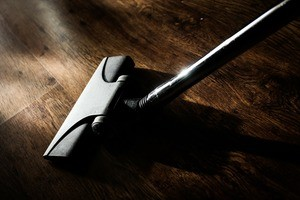 vacuum cleaner on hardwood floors how does a vacuum cleaner work