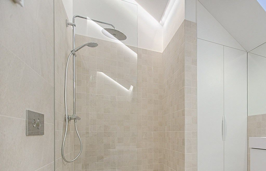 Shower area with travertine tiles