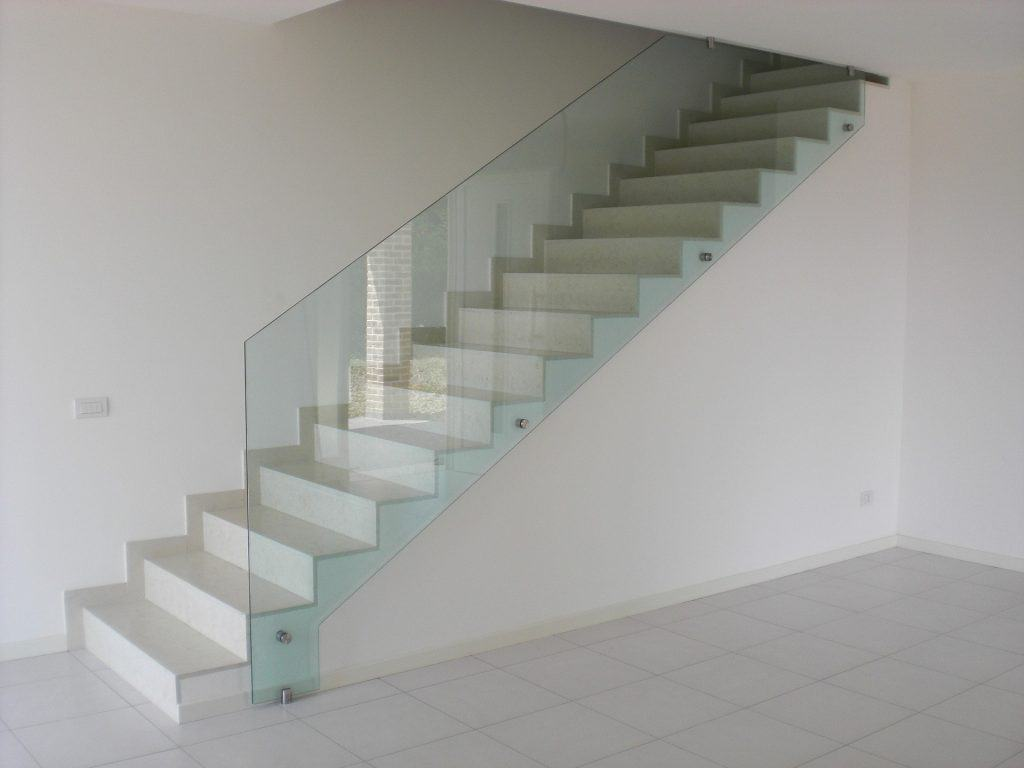 Stairs with tempered glass divider
