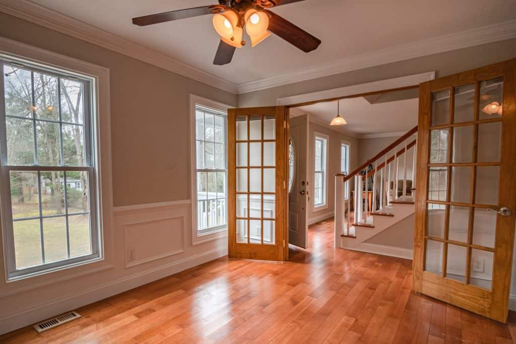 a clean vinyl windows and doors